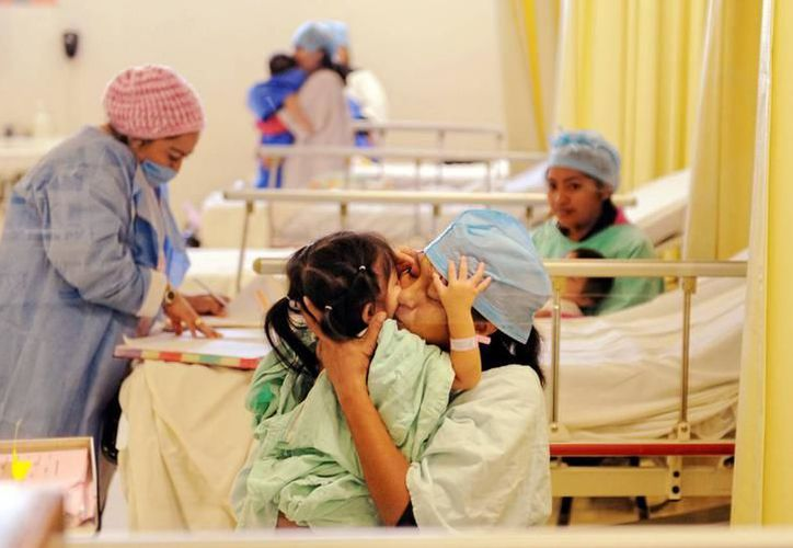 Por ejemplo, una intervención por cateterismo alcanza un costo de entre 120 y hasta 200 mil pesos; mientras que una cirugía, entre 300 mil y un millón de pesos. (Milenio Novedades)