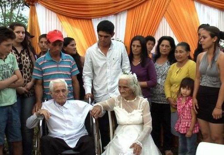 La pareja tiene 8 hijos, 50 nietos, 35 bisnietos y 20 tataranietos. (terra.com.ar)