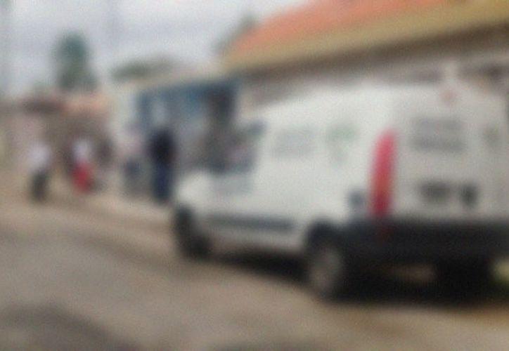 El Semefo acudió a una casa del fraccionamiento Polígono 108 para levantar el cadáver de una mujer de 51 años que se suicidó. (Aldo Pallota/SIPSE)