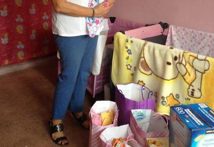 La familia  recibió leche en polvo, pañales, biberones, ropa, cobertores y toallitas humectantes. (Redacción/SIPSE)