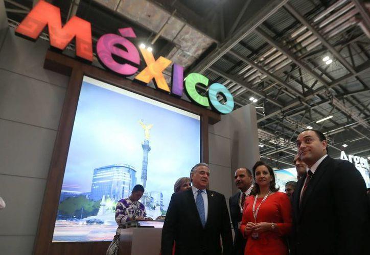 El gobernador de Q. Roo y la secretaria federal de Turismo, Claudia Ruiz Massieu Salinas, encabezaron el evento. (Cortesía/SIPSE)