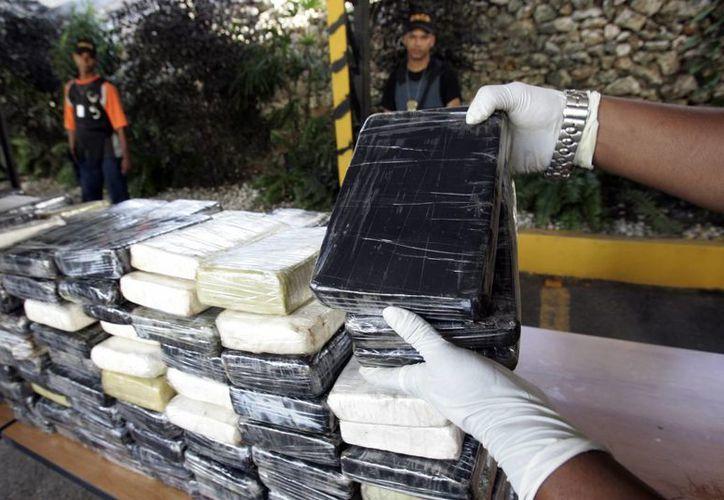 """El ministro de Defensa, Juan Carlos Pinzón, dijo que el golpe contra las bandas de narcotráfico es """"un decomiso histórico"""" y calificó como """"excepcional"""" el trabajo de inteligencia que llevó a la incautación. (EFE/Archivo)"""