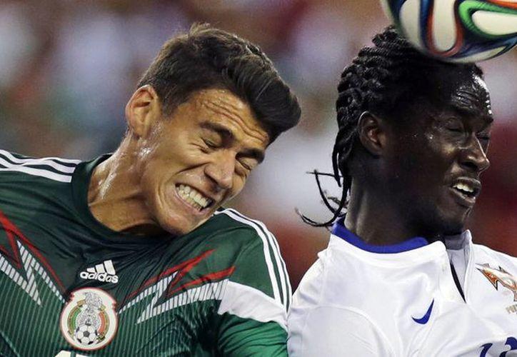 """El 'Piojo' Herrera destacó que la Selección mexicana ofreció """"un partido extraordinario"""" y subrayó que el portero Eduardo Carvalho fue el jugador más importante del equipo luso. (AP)"""