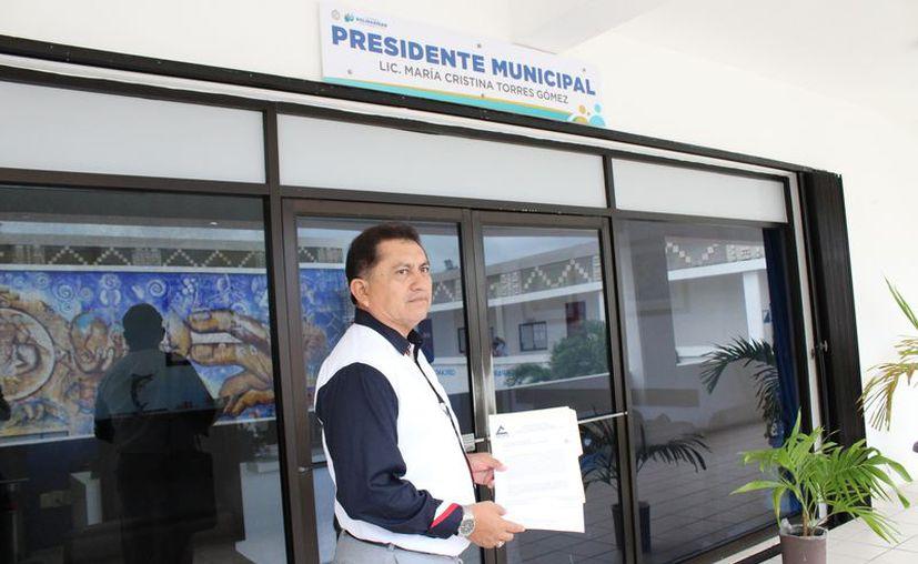 El presidente de la Canaco Solidaridad, José Luis Hernández, entregó la petición al Ayuntamiento. (Foto: Adrián Barreto)