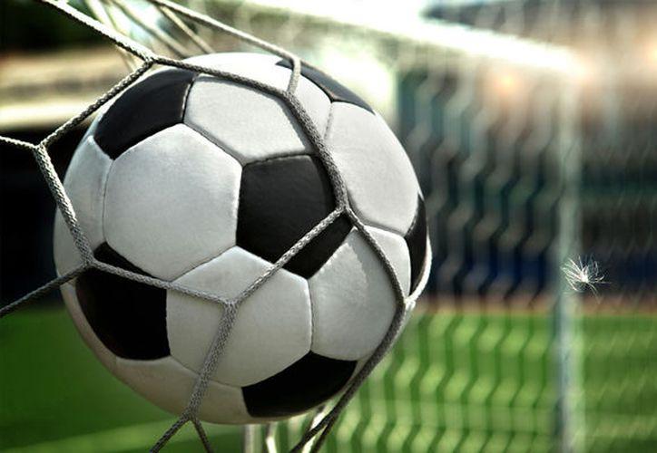 El Conejo Pérez metió el gol de cabeza-hombro en el partido entre Pachuca y Cruz Azul. (Univision).