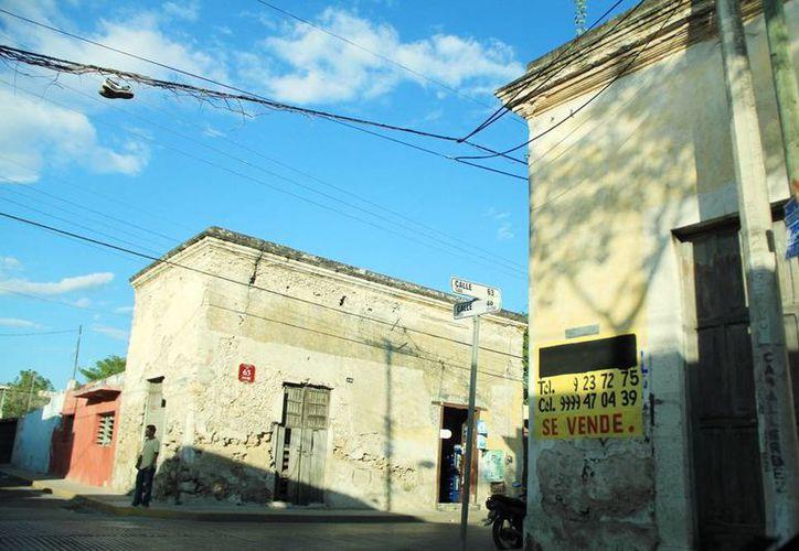 Casas a punto de caer son comunes en los alrededores del centro de Mérida. (Milenio Novedades)