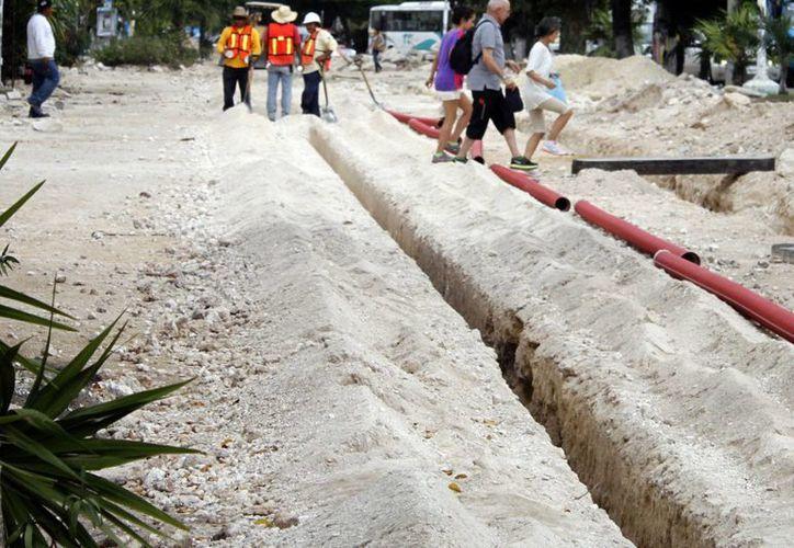 El 10 de octubre de 2013, la CAPA, arrancó con trabajos de infraestructura en materia de drenaje sanitario. (Sergio Orozco/SIPSE)