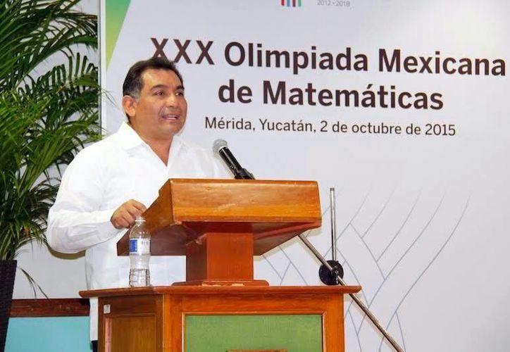 Imagen del titular de la Segey, Víctor Caballero Durán, quien afirmó que la educación es un pilar básico para el desarrollo de toda comunidad. (Milenio Novedades)
