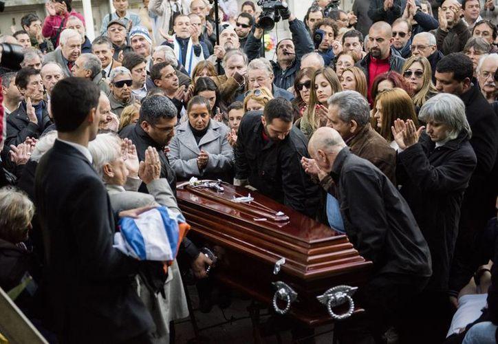 Emotiva y multitudinaria despedida a Ghiggia en Uruguay. (Fotos: AP)