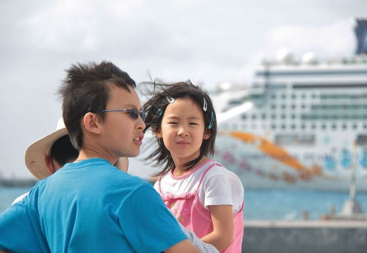Se calcula que la próxima semana serán 78 mil turistas extranjeros los que lleguen a Cozumel en 26 cruceros. (Gustavo Villegas/SIPSE)