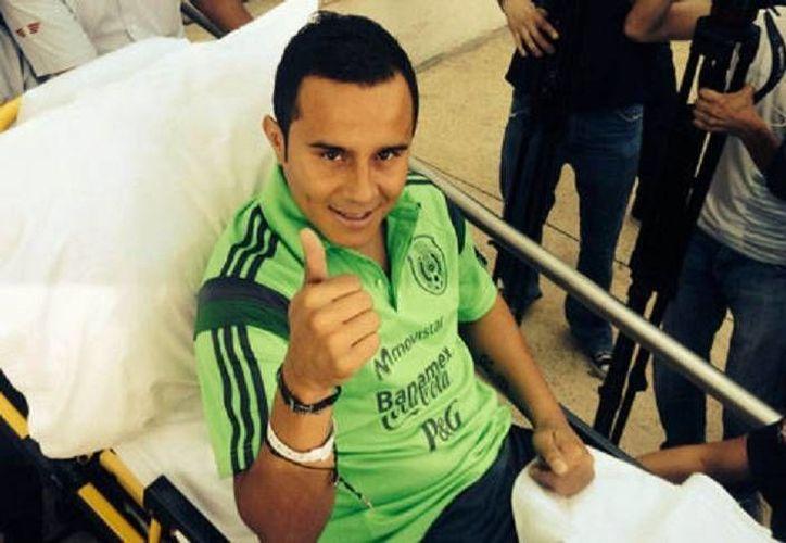 El seleccionado nacional abandonó este medio día el Hospital Country 2000 de Guadalajara. (Milenio)
