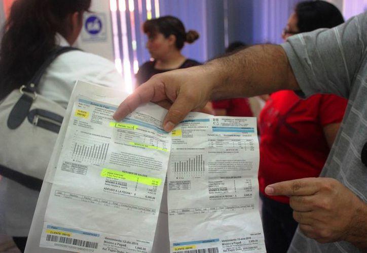 La Profeco asesora a los ciudadanos que demeuestran irregularidades en sus recibos de pago de agua. (Daniel Pacheco/SIPSE)