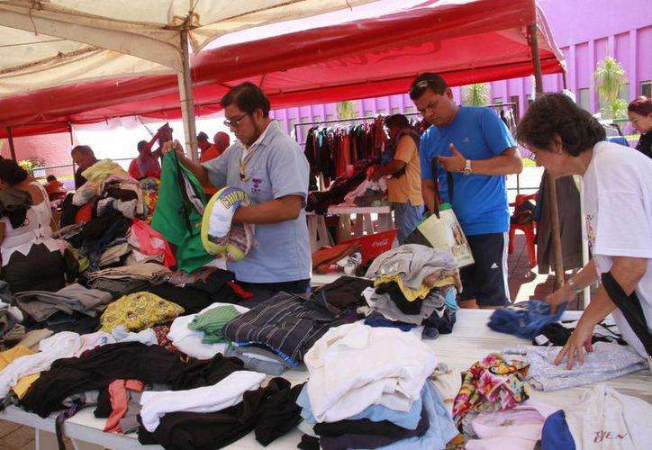 Los asistentes encontrarán prendas, zapatos, cinturones, sombreros, entre otros artículos. (Tomás Álvarez/SIPSE)