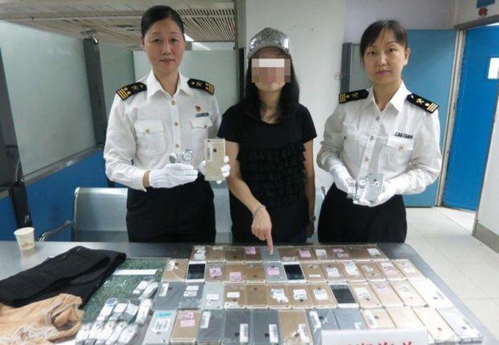 Para ocultar los terminales, la contrabandista los ha protegido con fundas transparentes. (Computer Hoy)