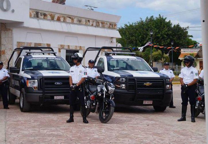 Ocho unidades vehiculares fueron entregadas ayer a la policía municipal de Tulum.  (Rossy López/SIPSE)