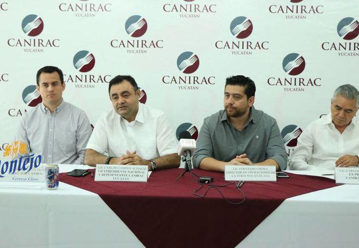 La Canirac espera conseguir un aumento en su ventas del 4 %. Imagen de la conferencia de prensa de los afiliados que participarán en la Feria Xmatkuil 2016. (Milenio Novedades)