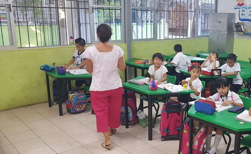 Desde que entró en funciones el nuevo gobierno estatal, la Secretaría de Educación ya ha despedido a varios maestros y trabajadores que estaban por contrato.