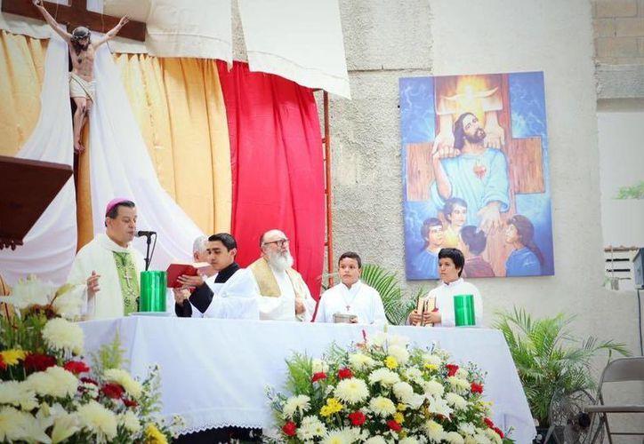 El Arzobispo, Gustavo Rodríguez Vega, ofició una misa en la nueva parroquia de Francisco de Montejo, en Mérida. (Milenio Novedades. (SIPSE).