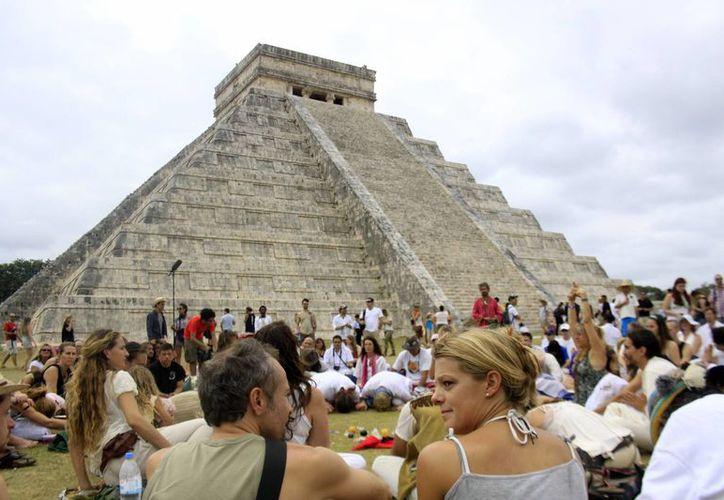 La zona arqueológica de Chichén Itzá sigue siendo imán para los viajeros nacionales y extranjeros. (Milenio Novedades)