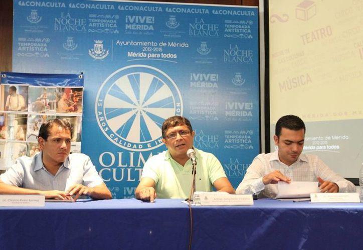 Funcionarios del Ayuntamiento de Mérida durante la presentación de la temporada VeranOlimpo. (Cortesía)