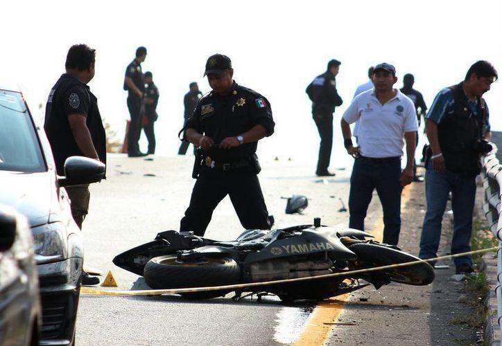 Imagen de la motocicleta de joven José Alfredo que falleció luego de ser impactado por un Chevy que conducía Sofía en sentido contrario. (SIPSE)
