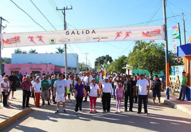 El presidente municipal encabezó la carrera. (Raúl Balam/SIPSE)