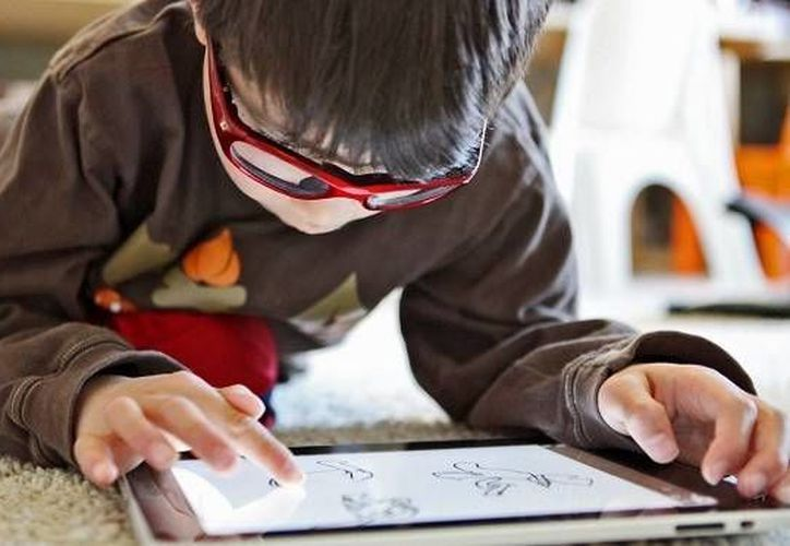 La generación Alfa está conformada por personas que nacieron con la tecnología y están completamente familiarizadas con su uso. (Contexto)