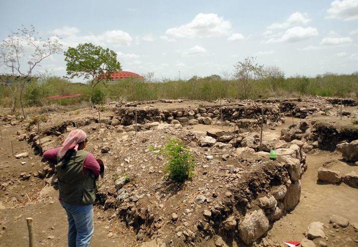 Los arqueólogos encontraron basamentos habitacionales y objetos de uso común. (Milenio Novedades)