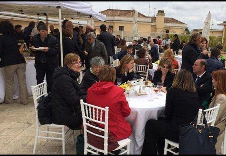Las fotografías del costoso bufé fueron dadas a conocer por el sitio de internet Dagospia. (dagospia.com)