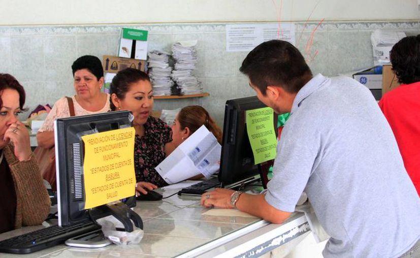 Desde la semana pasada, el municipio abrió las ventanillas para la actualización de la licencia de funcionamiento. (Ángel Castilla/SIPSE)