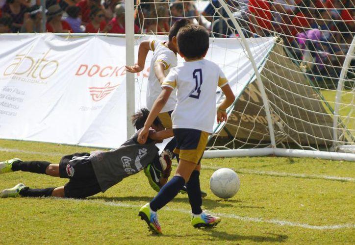 Las oncenas de las diversas categorías del Mérida FC tuvieron un buen inicio en la Copa homónima. (Milenio Novedades)