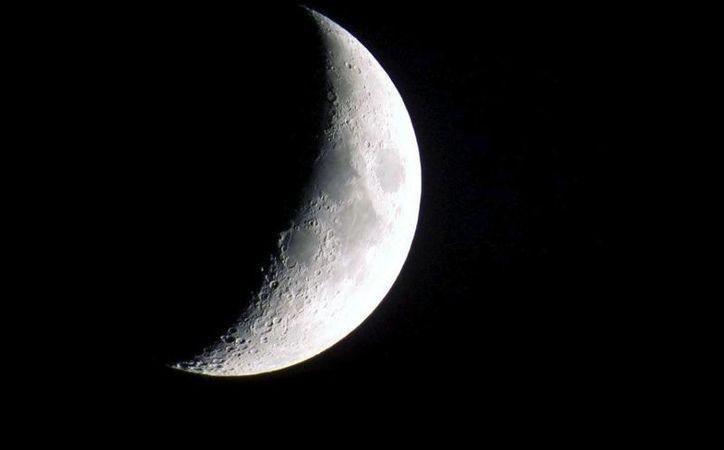 alza esta noche tu mirada al cielo y disfruta de la luna