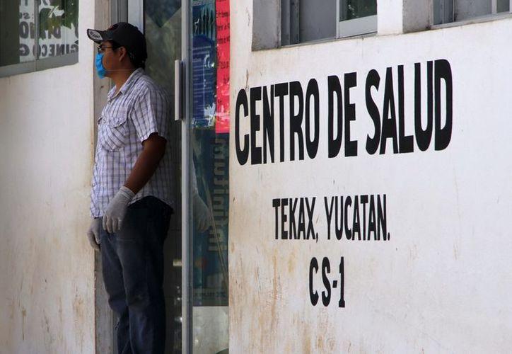 Empleados del Centro de Salud de Tekax temen sufrir una infección. (José Acosta/SIPSE)
