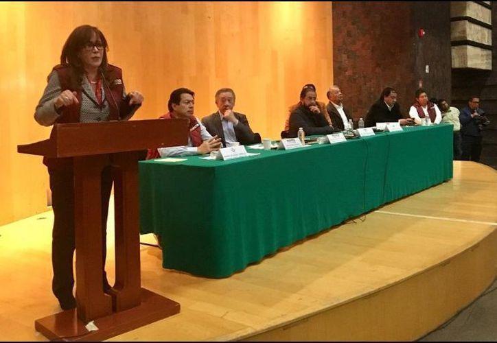 En una reunión privada con diputados locales de Morena, PES y PT, Yeidckol Polevnsky acusó 'turbias' acciones de los colaboradores de Blanco. (Twitter)