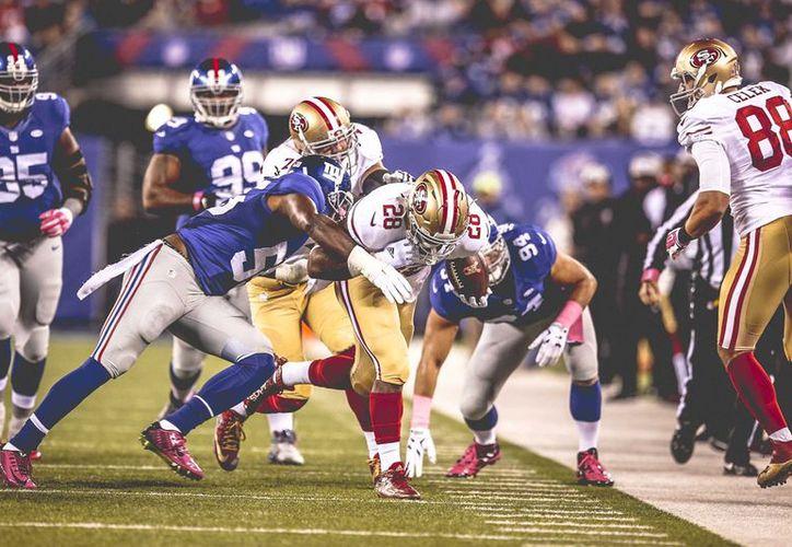 El mariscal de campo de 49ers, C.J. Beathard lanzó dos pases de touchdown y anotó una vez por tierra. (Contexto/Internet)