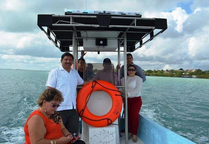 La embarcación que ayer fue operada por el Presidente del Concejo Municipal, su esposa; funcionarios y regidores. (Redacción/SIPSE)