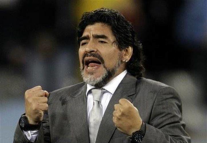 Maradona no vive con ninguna de las cuatro mujeres a las que ha embarazado. (Agencias/Foto de archivo)