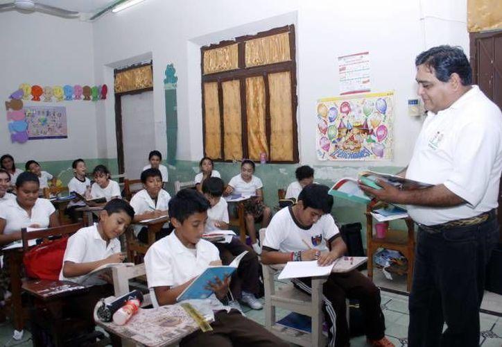 Las guías muestran las correspondientes para educación inicial, preescolar, primaria, secundaria, multigrado y Escuela de Tiempo Completo. (Archivo/SIPSE)