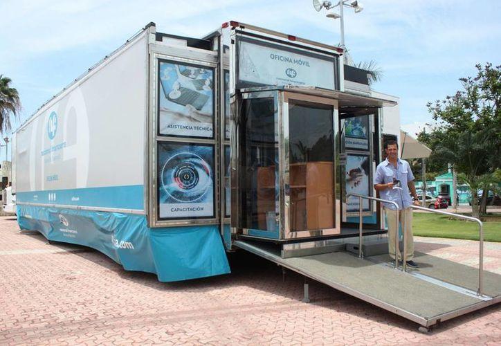 La oficina móvil de Nafinsa recorrerá Quintana Roo durante tres semanas. (Daniel Pacheco/SIPSE)