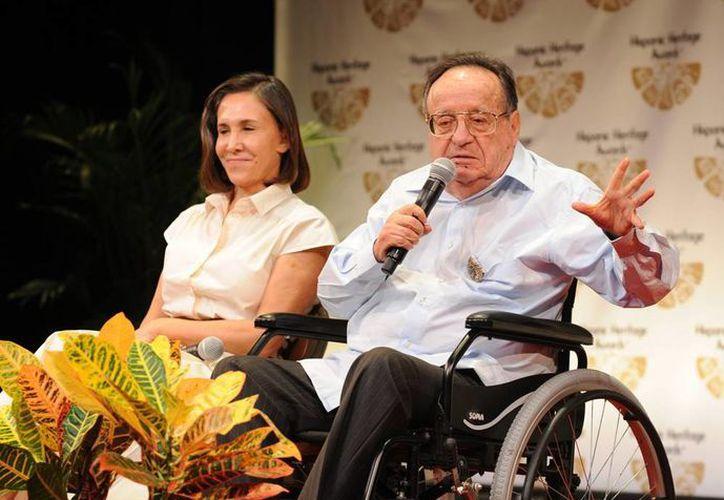 Pese a los achaques de la edad, Roberto Gómez Bolaños sigue activo y de buen humor, según su hijo Roberto Gómez Fernández. (EFE/Archivo)