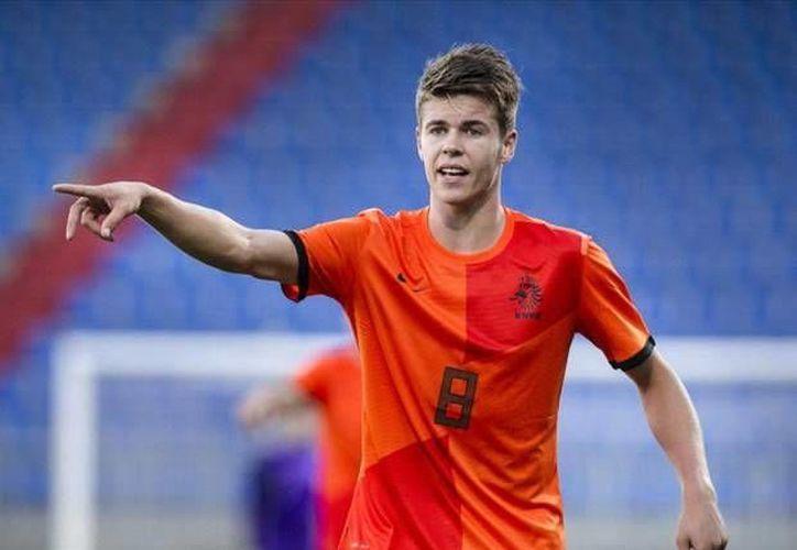 El nuevo fichaje del Chelsea, Marco Van Ginkel tenía contrato con Vitesse hasta el 30 de junio del 2015 (Vitesse)
