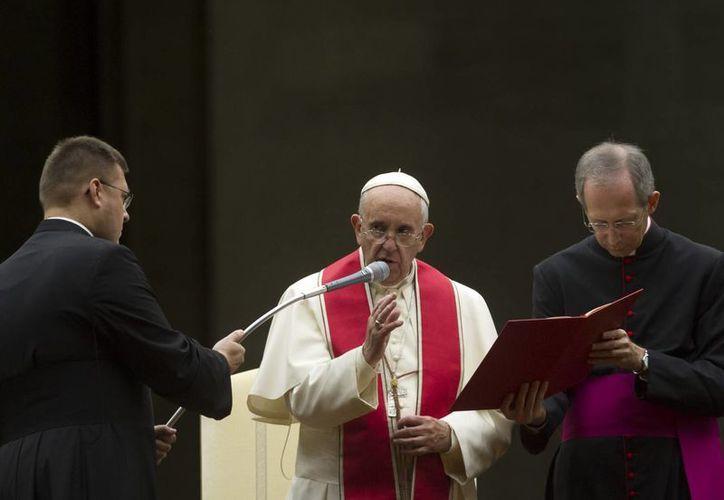 La humanidad afronta la injusticia y el pecado del hambre, en un mundo rico de recursos alimentarios, criticó el Papa Francisco. (AP)