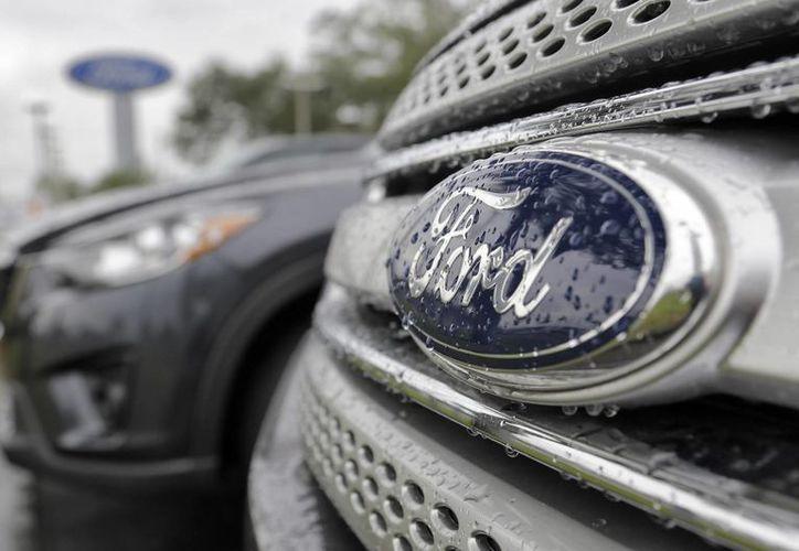 Ford dijo que ya no puede cambiar bolívares a dólares debido a los controles de cambio de divisas por parte de Venezuela. (Agencias)