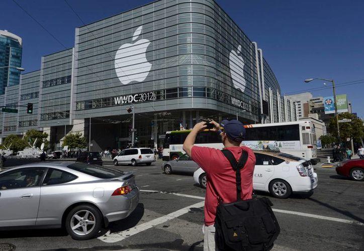 Vista exterior del Centro de Convenciones Moscone West en San Francisco, donde Apple celebra su conferencia anual para desarrolladores. (Archivo/EFE)