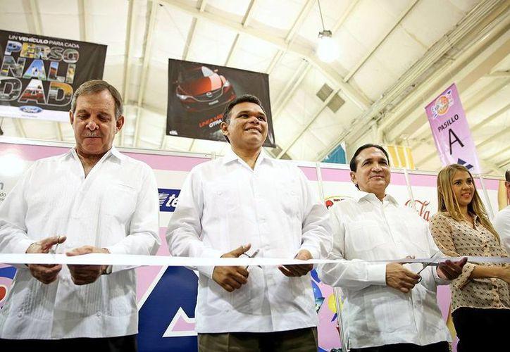 El gobernador Rolando Zapata Bello y empresarios inauguran la Expo Comercio 2013. (Milenio Novedades)