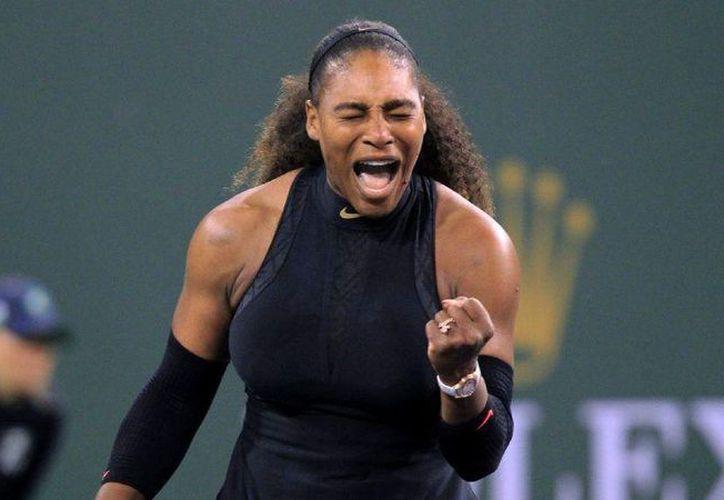 Serena Williams obtuvo el triunfo en su primer partido del torneo en Indian Wells, ante la kasaja Zarina Diyas. (Contexto/ Internet)