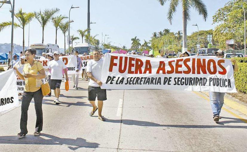 El recorrido por la costera Miguel Alemán y el plantón duraron más de ocho horas, en Acapulco, Guerrero. (Javier Trujillo/Milenio)