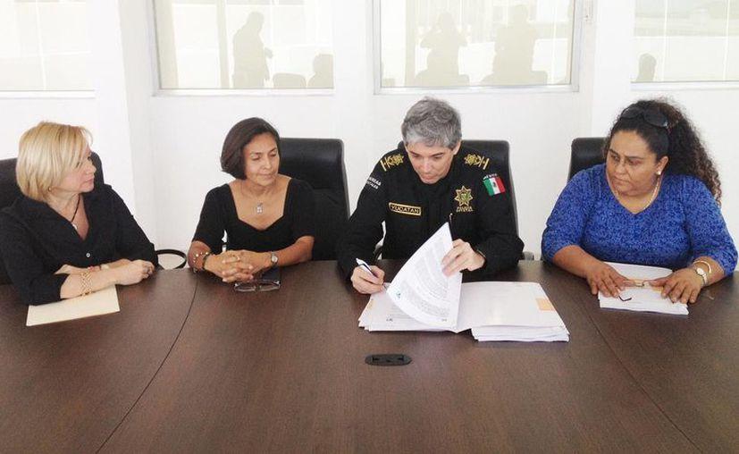En el marco de la firma del convenio se acordó asesorar a funcionarios públicos en cuanto a los derechos de los animales. (Cortesía)