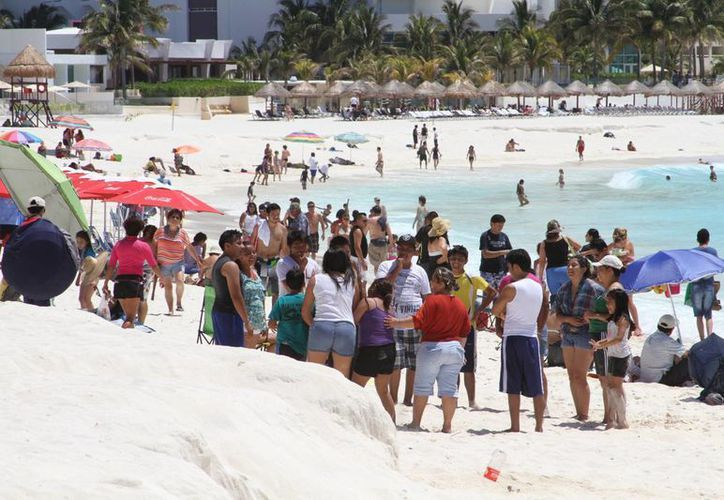 La Dirección de la Zofemat señala que ningún hotel puede delimitar las playas. (Sergio Orozco/SIPSE)