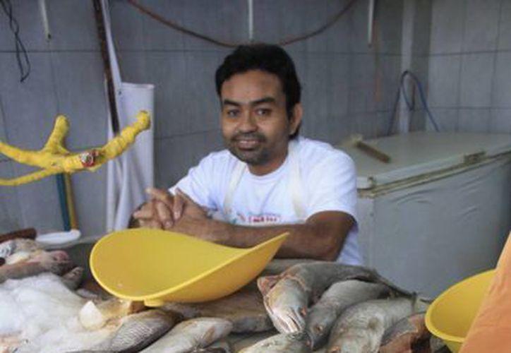 Las ventas  de los mariscos apenas llegan al 50 o 60 por ciento. (Harold Alcocer/SIPSE)